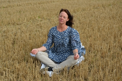 meditáló nő